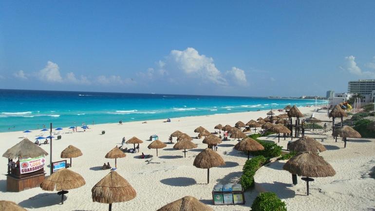Zona turística de Playa Delfines.jpg